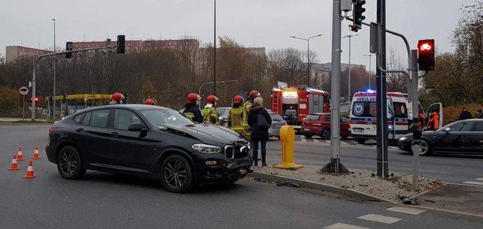 Kobieta w bmw uderzyła w volkswagena golfa na ruchliwym skrzyżowaniu w Olsztynie [ZDJĘCIA]