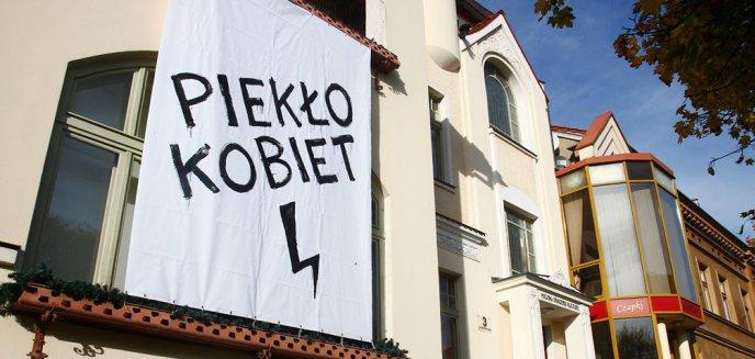Artykuł: Władze MOK-u zostaną ukarane za wywieszenie baneru ''Piekło Kobiet''?