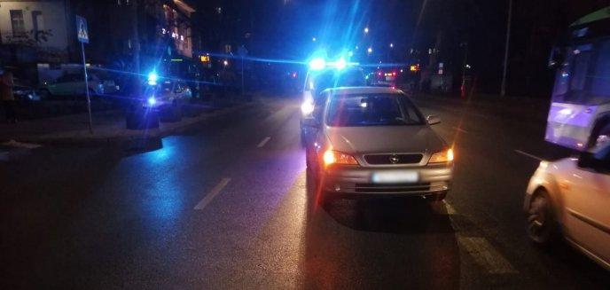 Artykuł: Potrącenie pieszego, kolizja forda z bmw. W poniedziałek doszło aż do 17 zdarzeń na drogach Olsztyna i powiatu