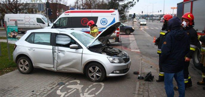 Artykuł: Groźne zdarzenie pod Lidlem w Olsztynie. Jedna osoba poszkodowana [ZDJĘCIA]