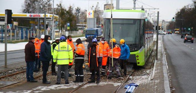 Artykuł: Na Towarowej wykoleił się tramwaj [ZDJĘCIA]