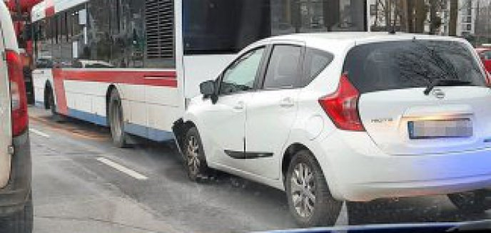 Artykuł: 64-latka wjechała w autobus miejski na ulicy Krasickiego w Olsztynie