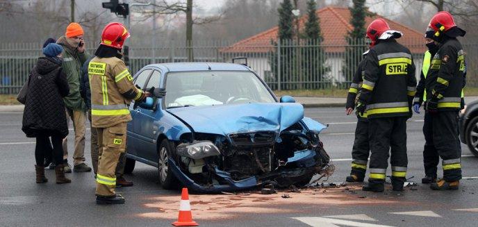 Artykuł: Kolizja w pobliżu Lidla na ul. Tuwima w Olsztynie. 73-letni kierowca rovera uderzył w mercedesa [ZDJĘCIA]