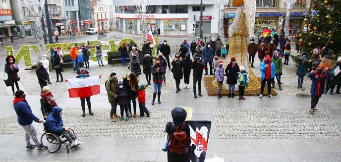 Artykuł: ''Idziemy po wszystko''. Protest kobiet w rocznicę wprowadzenia stanu wojennego w Polsce [ZDJĘCIA]
