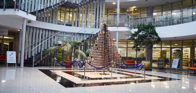 Artykuł: W bibliotece uniwersyteckiej stanęła choinka z... dyskietek [ZDJĘCIA]