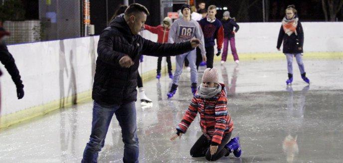 Artykuł: Zima na sportowo. Na lodowiska olsztynianie wejdą tylko w maseczkach