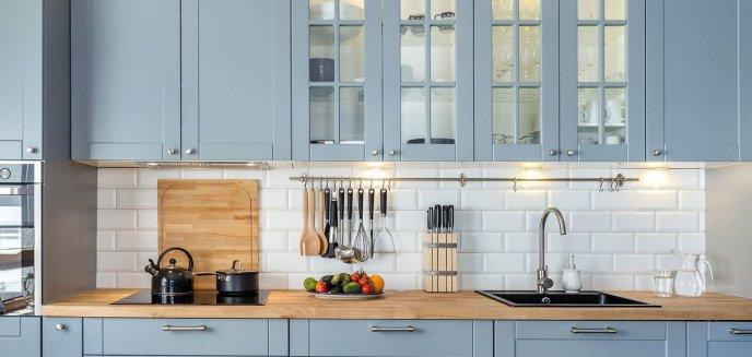 Artykuł: Relingi w kuchni, czyli jak wykorzystać ścianę do przechowywania