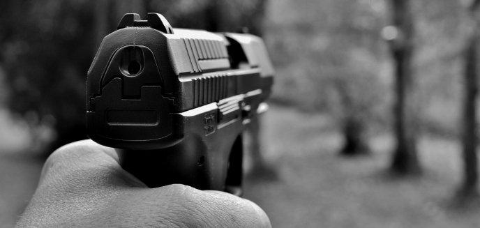 Artykuł: 48-latek z Olsztyna strzelał z balkonu z broni, teraz ma kłopoty