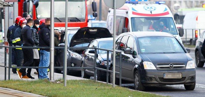 Artykuł: Kolizja z udziałem trzech pojazdów pod Galerią Warmińską [ZDJĘCIA]