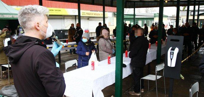 Artykuł: Wigilia dla najuboższych i bezdomnych odbyła się na rynku przy ulicy Grunwaldzkiej w Olsztynie [ZDJĘCIA]
