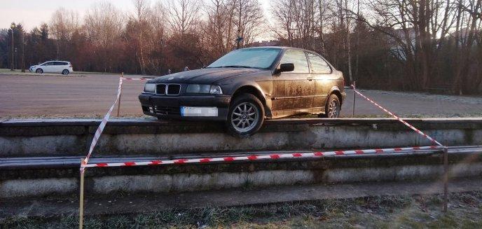 Artykuł: Osiedle Generałów w Olsztynie. Drifty w BMW skończyły się trybunach [ZDJĘCIA]