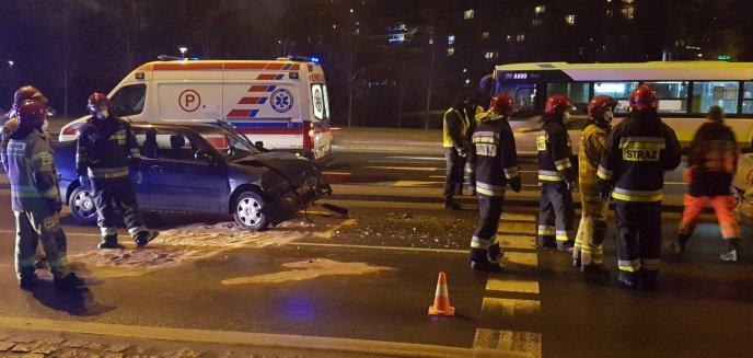 Artykuł: Kolizja z udziałem dwóch aut przy szpitalu miejskim w Olsztynie [ZDJĘCIA, WIDEO]