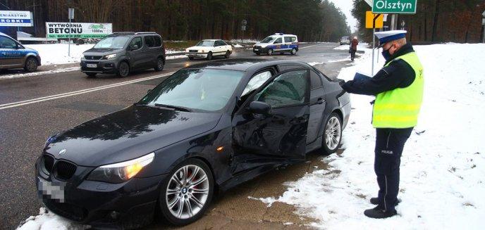 23-letni kierowca BMW zderzył się z fiatem w pobliżu cmentarza w Dywitach [ZDJĘCIA]