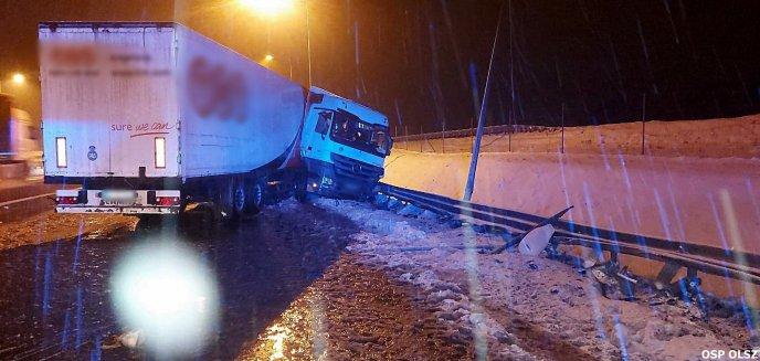 Artykuł: Trudne warunki na drogach regionu. Doszło do wielu kolizji [ZDJĘCIA]