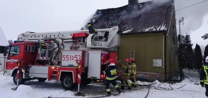 Siedem zastępów straży walczyło z pożarem domu w Pasymiu [ZDJĘCIA, WIDEO]
