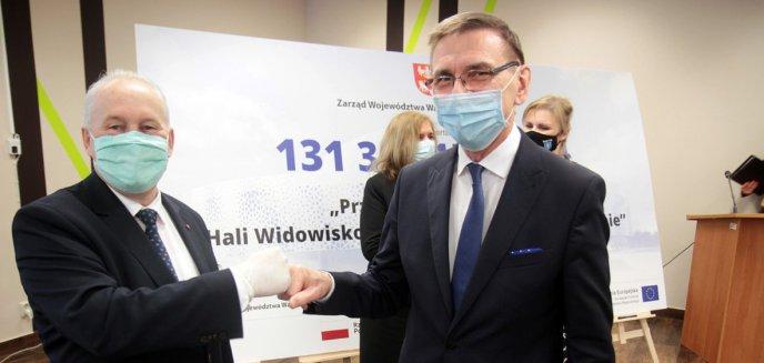 Artykuł: Marszałek województwa wręczył prezydentowi Olsztyna czek na przebudowę hali Uranii [ZDJĘCIA]