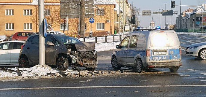 Groźna kolizja na ważnym skrzyżowaniu w Olsztynie [ZDJĘCIA]