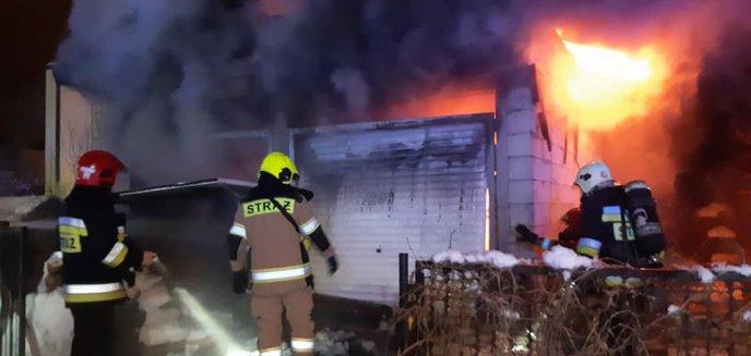 Pożar garażu na olsztyńskich Dajtkach. Spłonęły maszyny i samochód [ZDJĘCIA]