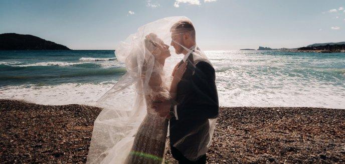 Artykuł: Sesja plenerowa w dniu ślubu czy później – kiedy warto ją zorganizować?