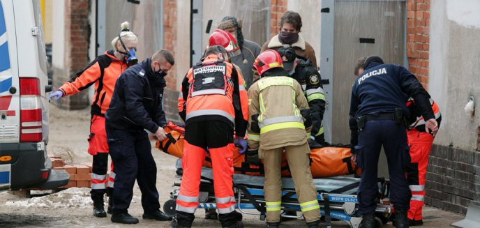 Artykuł: Wypadek na budowie przy ul. Artyleryjskiej. Pracownik z Ukrainy spadł z wysokości 3 metrów [ZDJĘCIA]