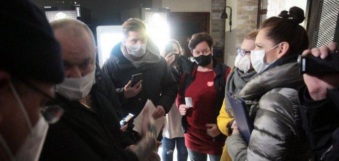 Policja i sanepid nakładają kary na restauratorów, którzy otworzyli swoje lokale