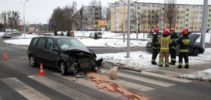 Artykuł: Kolizja w rejonie ronda Ofiar Katynia. 49-latka nie ustąpiła pierwszeństwa volkswagenowi [ZDJĘCIA]