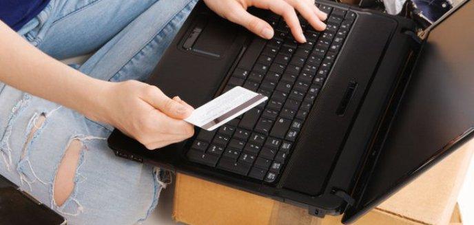 Artykuł: Olsztynianin chciał sprzedać książki i prawie stracił 100 tys. zł. Jak się chronić przed oszustami internetowymi?