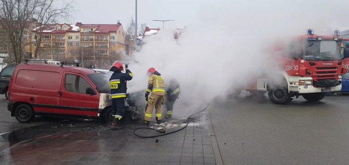 Artykuł: Pożar auta na parkingu Lidla przy ulicy Barcza w Olsztynie [ZDJĘCIA, WIDEO]