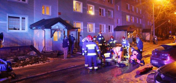 Tragedia w Olsztynie. Z wieżowca przy ulicy Dworcowej skoczył młody mężczyzna [ZDJĘCIA]