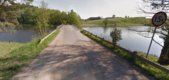 Zablokowany przejazd przez most na trasie Redykajny-Brąswałd