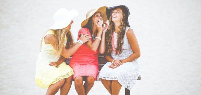 Artykuł: Letnie stylizacje idealne na plażę
