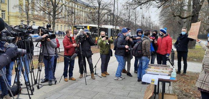 Artykuł: Hotelarze z Warmii i Mazur protestowali pod Kancelarią Premiera
