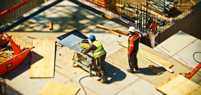 Artykuł: 48-letni budowlaniec był tak pijany, że nie mógł się wysłowić. To nie przeszkodziło mu w pójściu do pracy
