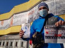 Jakub Bober, zagorzały kibic Stomilu, który ogląda mecze z podnośnika: ''Nie boję się hejtu''