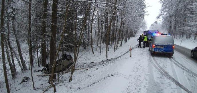 Artykuł: Już niemal wiosna, a jednak śnieg ponownie zaskoczył kierowców. Groźne wypadki na drogach regionu [AKTUALIZACJA]
