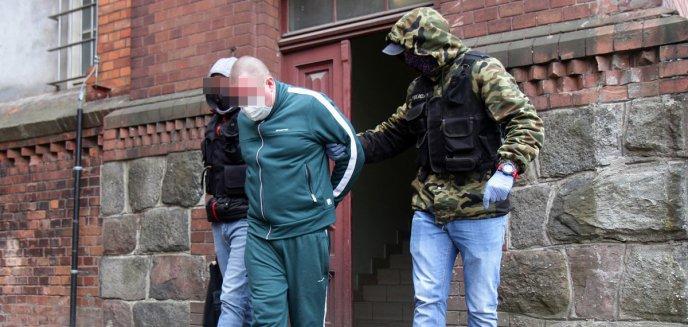 Artykuł: Marcin Ł., podejrzany o zniszczenie 201 nagrobków, tymczasowo aresztowany