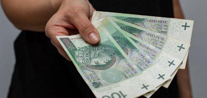 Artykuł: Emeryci będą zadowoleni. Pierwsze ''trzynastki'' wypłacone przed świętami wielkanocnymi