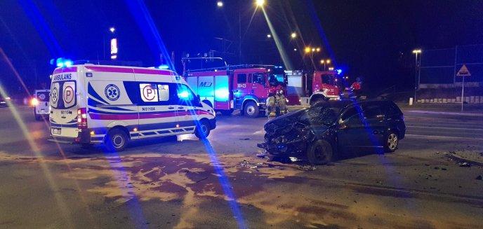 Artykuł: Poważna kolizja w Olsztynie. Kierująca fordem wjechała na skrzyżowanie na czerwonym świetle [WIDEO][AKTUALIZACJA]