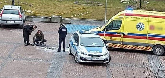 Artykuł: Szokujące zdarzenie w centrum Gołdapi. 28-latek płonął jak żywa pochodnia