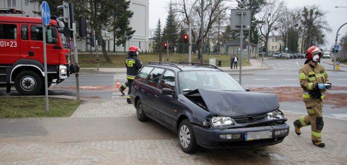 Artykuł: Zdarzenie drogowe na kolizyjnym skrzyżowaniu w Olsztynie [ZDJĘCIA] [AKTUALIZACJA]