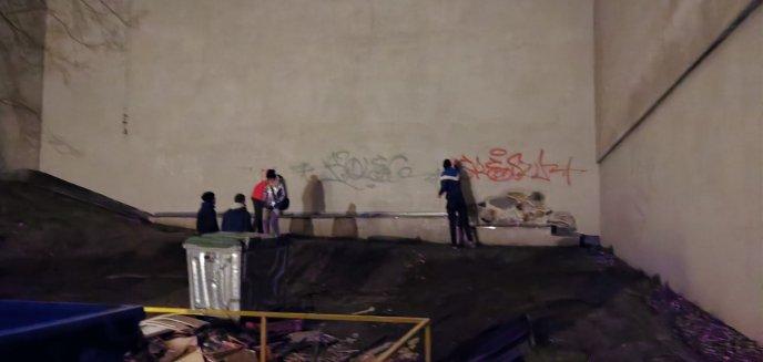 Wandale zniszczyli elewację Teatru Jaracza w Olsztynie. Czytelnik: ''Zgłosiłem to straży miejskiej, ale nie przyjechali''