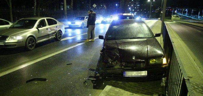 Kolizja trzech aut w centrum Olsztyna. Tym razem... nie był winny kierowca BMW [ZDJĘCIA]