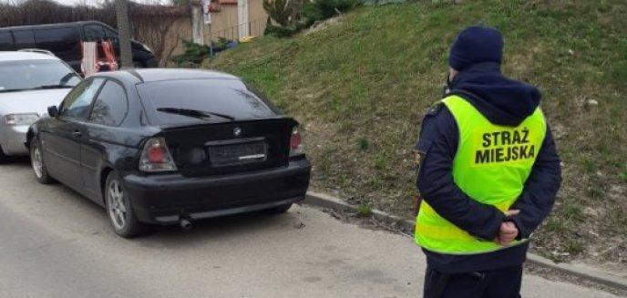 Artykuł: Straż miejska usunęła wrak BMW z ul. Żołnierskiej w Olsztynie