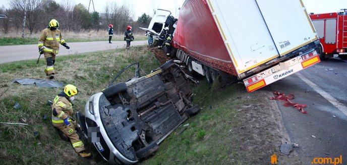 Artykuł: Tragedia na trasie Olsztyn-Barczewo. Zginęły dwie osoby [ZDJĘCIA, WIDEO]