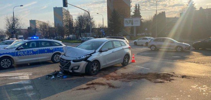 Artykuł: Audi zderzyło się z hyundaiem przy szpitalu dziecięcym. Sprawca nie posiadał prawa jazdy [ZDJĘCIA]
