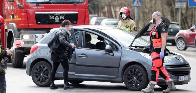 Na al. Wojska Polskiego w Olsztynie zderzyły się dwa auta. Jedna osoba w szpitalu [ZDJĘCIA] [AKTUALIZACJA]