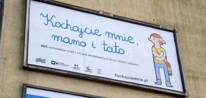 Bitwa na banery w Olsztynie. Stowarzyszenie związane z ruchem LGBT odpowiedziało ugrupowaniom antyaborcyjnym