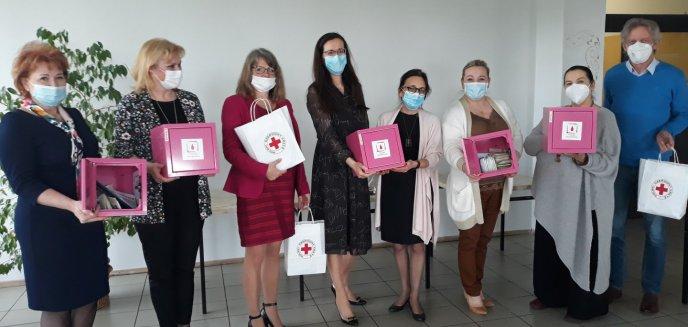 Artykuł: W olsztyńskich szkołach pojawiły się różowe skrzyneczki. Cel? Walka z wykluczeniem menstruacyjnym [ZDJĘCIA]