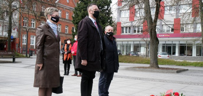 Artykuł: 1 maja w Olsztynie. Lewica uczciła Święto Pracy [ZDJĘCIA]
