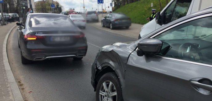 Artykuł: Na al. Wojska Polskiego zderzyły się trzy auta osobowe. 78-latek sprawcą kolizji [ZDJĘCIA]